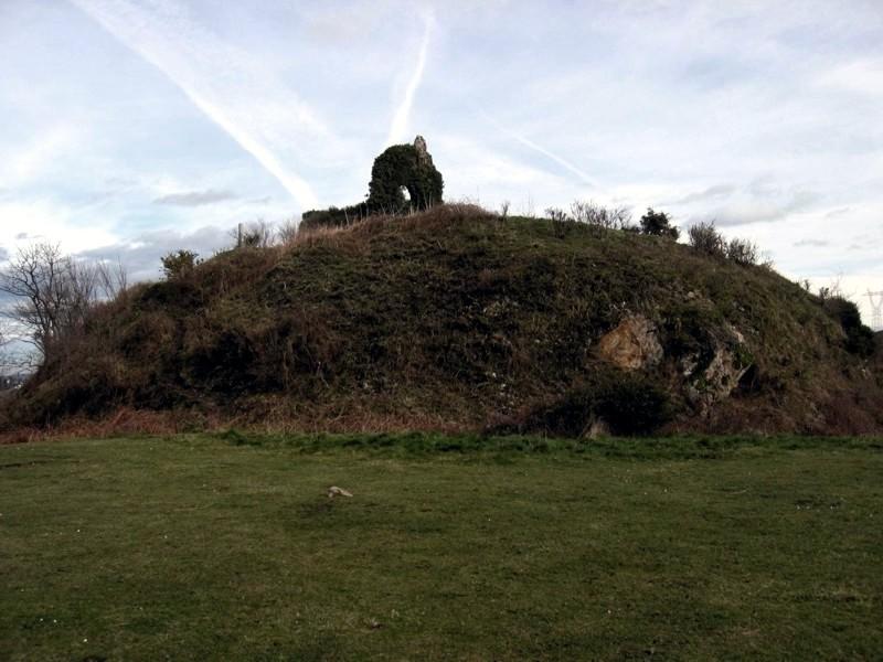 Restos actuales del recinto superior y torreón de Tudela desde el S.